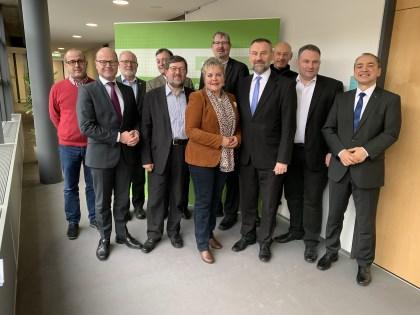 SM Schenk (2. v.l.), MdB Andreas Lämmel (5. v.l.), Fraktionsvorsitzender Christian Hartmann (2. v.r.)